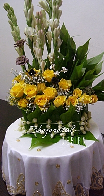 M20091921735_yellow_roses_with_harum_sundal_mlm